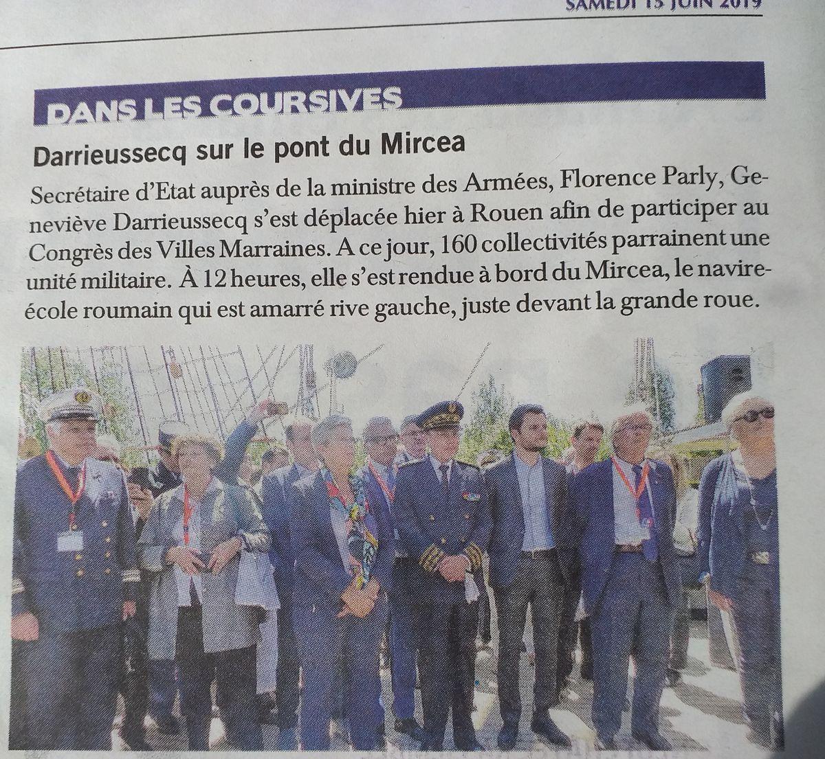 [Les traditions dans la Marine] Les Villes Marraines - Page 15 25_art10