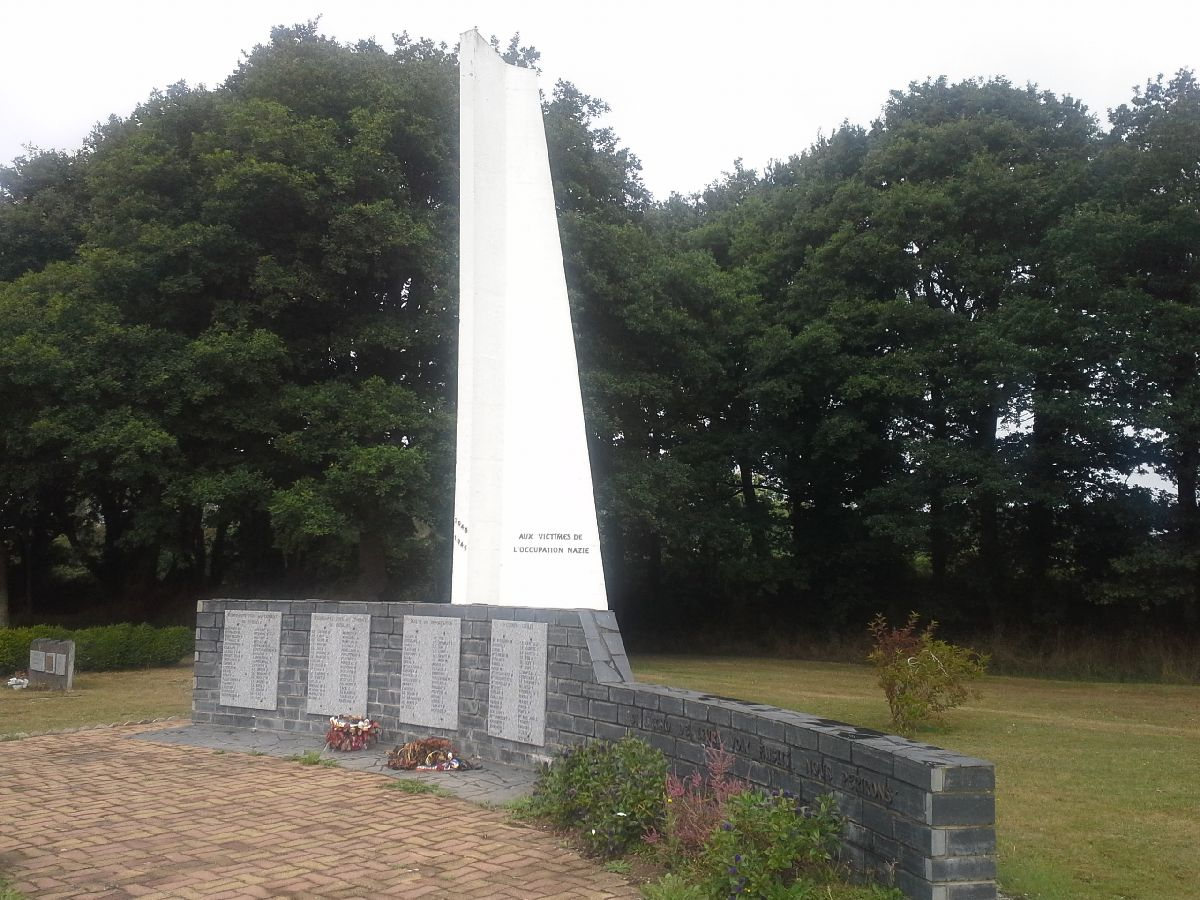 [ Histoires et histoire ] Monuments aux morts originaux Français Tome 2 - Page 13 25_le_11
