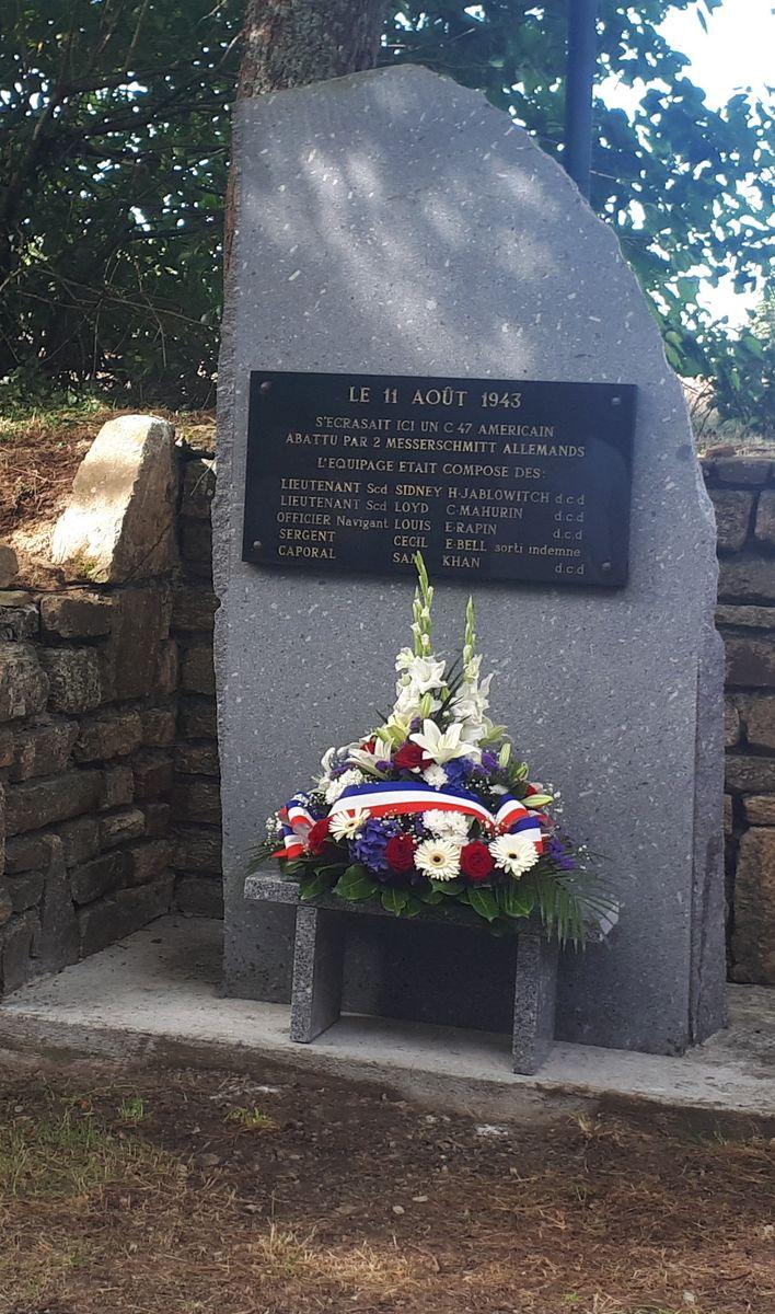 [ Histoires et histoire ] Un monument en l'honneur d'un B17 2_la_s10