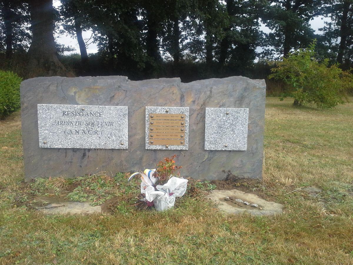 [ Histoires et histoire ] Monuments aux morts originaux Français Tome 2 - Page 13 30_jar10