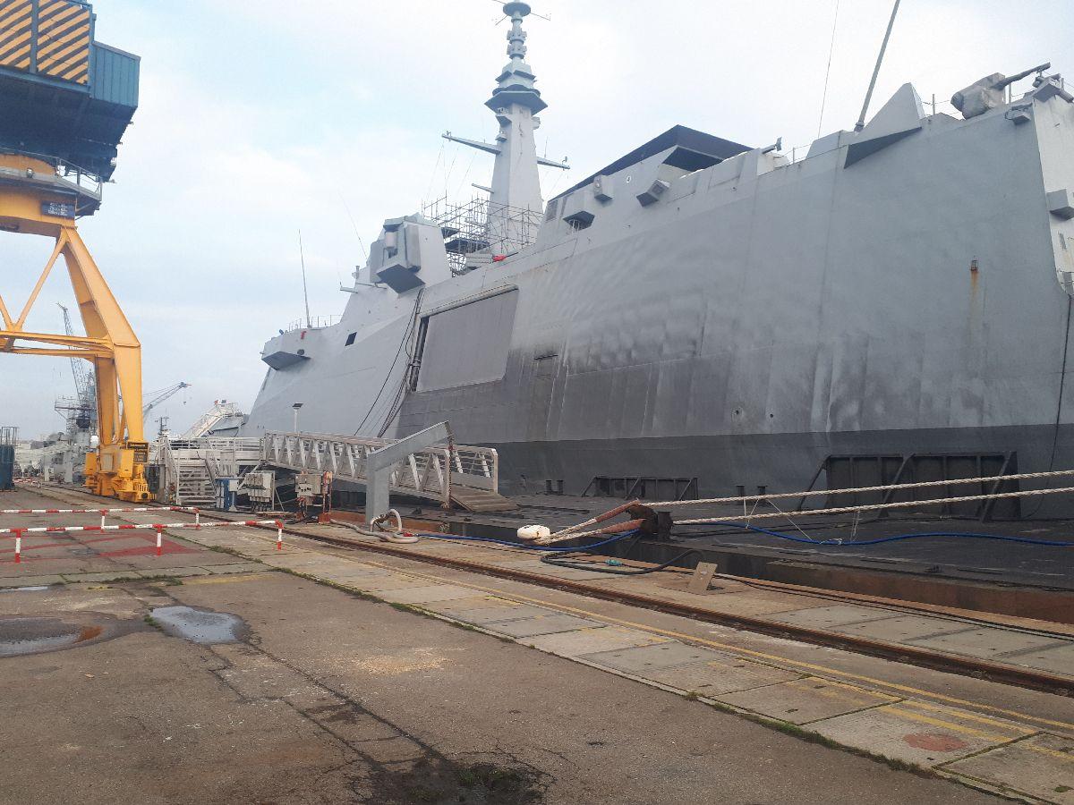 [Les ports militaires de métropole] Port de BREST - TOME 3 - Page 2 3_frem10