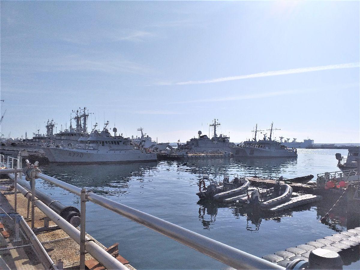 [Les ports militaires de métropole] Port de BREST - TOME 3 - Page 10 419