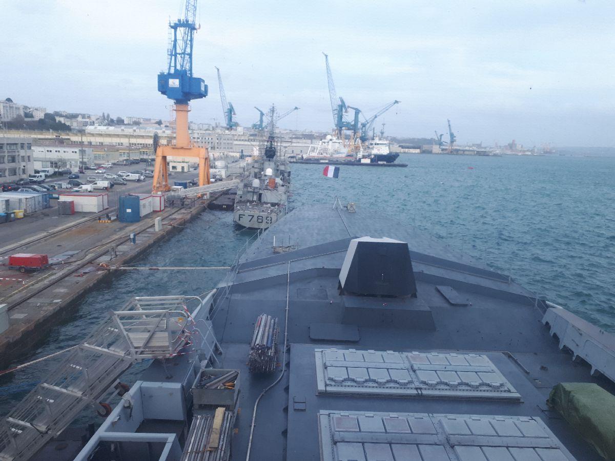 [Les ports militaires de métropole] Port de BREST - TOME 3 - Page 2 4_frem10