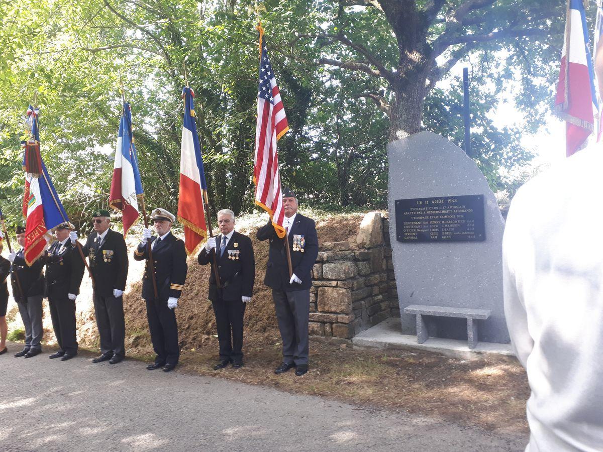 [ Histoires et histoire ] Un monument en l'honneur d'un B17 4_la_b10