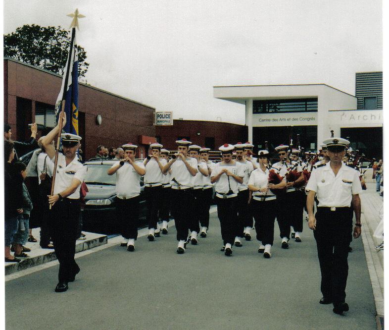 [La musique dans la Marine] Bagad de Lann-Bihoué - Page 22 4_le_b10