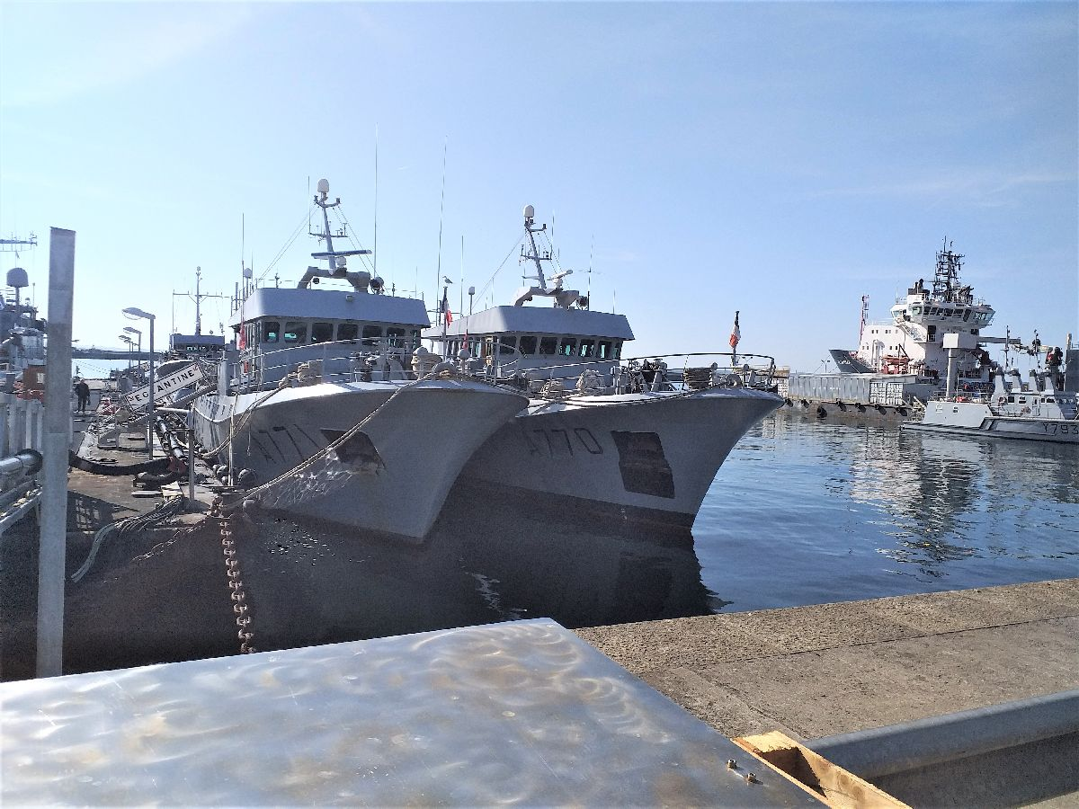 [Les ports militaires de métropole] Port de BREST - TOME 3 - Page 10 523