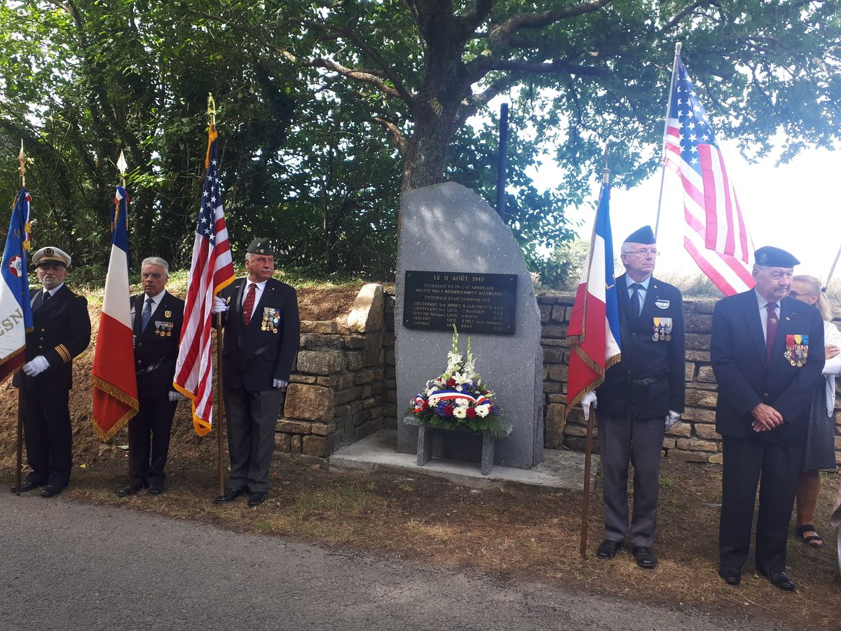 [ Histoires et histoire ] Un monument en l'honneur d'un B17 5_pend11