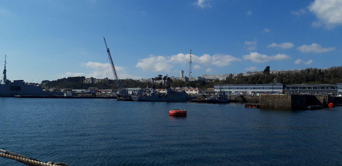 [Les ports militaires de métropole] Port de BREST - TOME 3 - Page 9 8_avis10
