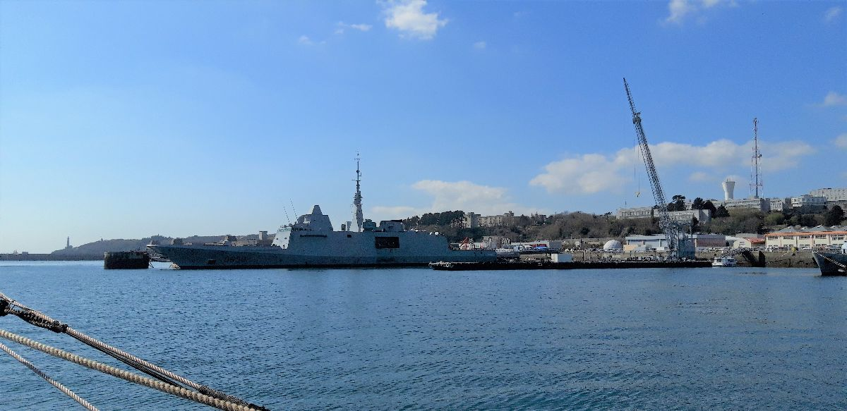 [Les ports militaires de métropole] Port de BREST - TOME 3 - Page 9 9_frem10