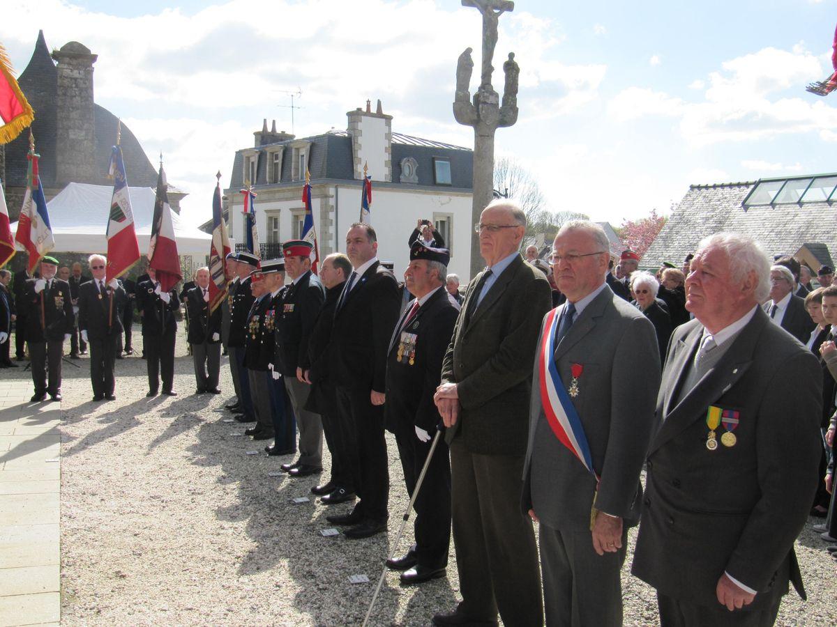 Du nouveau pour les anciens Marins (hors commandos) sur la tenue lors des cérémonies patriotiques - Page 3 Img_4111