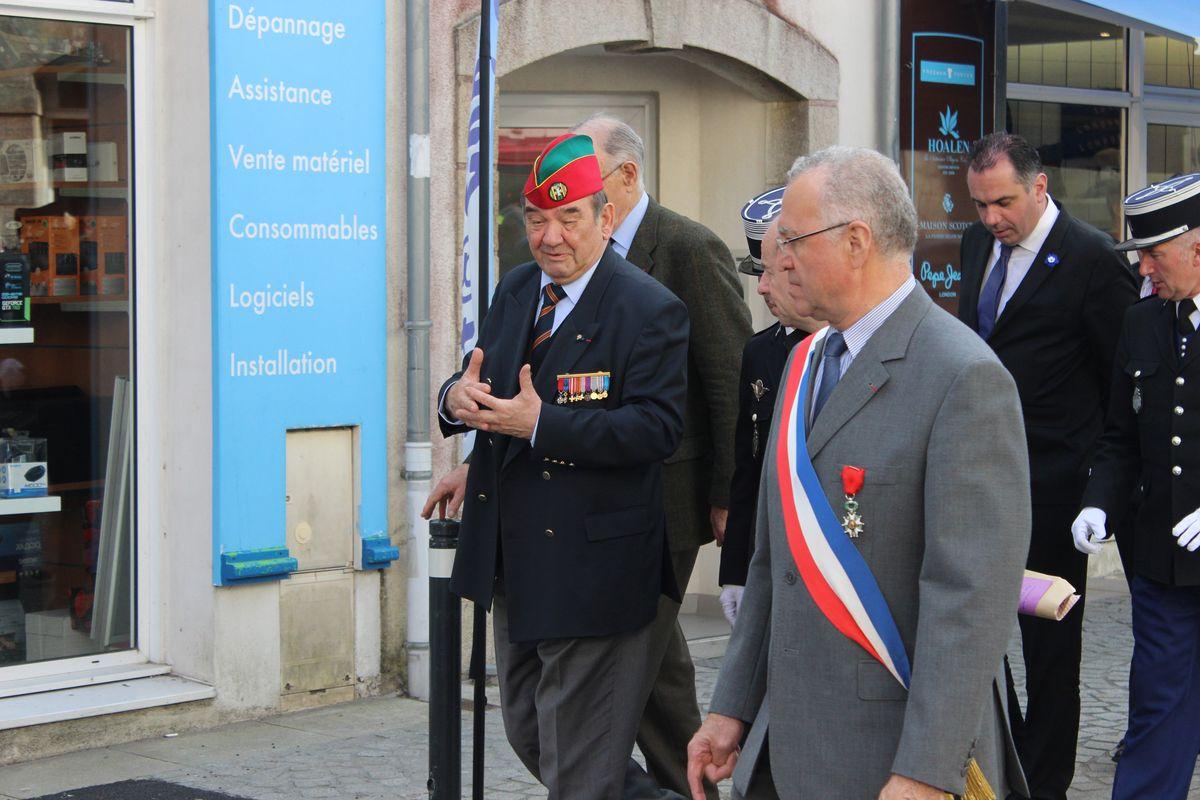 Du nouveau pour les anciens Marins (hors commandos) sur la tenue lors des cérémonies patriotiques - Page 5 Img_6410