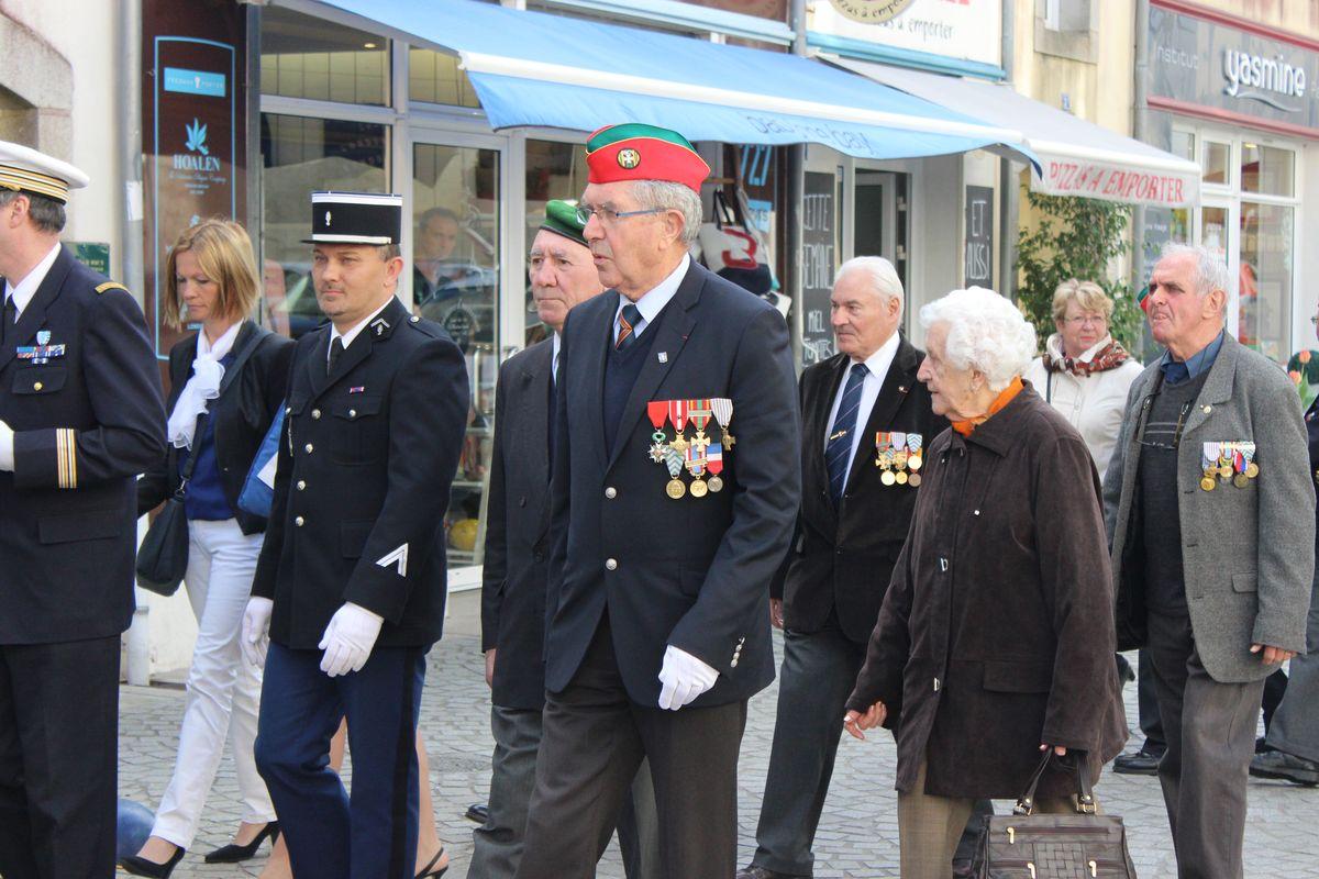 Du nouveau pour les anciens Marins (hors commandos) sur la tenue lors des cérémonies patriotiques - Page 5 Img_6411