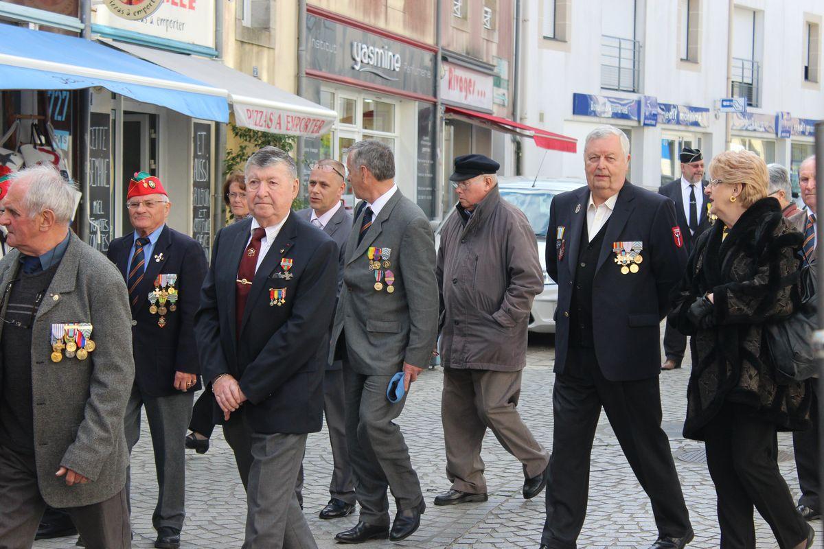 Du nouveau pour les anciens Marins (hors commandos) sur la tenue lors des cérémonies patriotiques - Page 5 Img_6412
