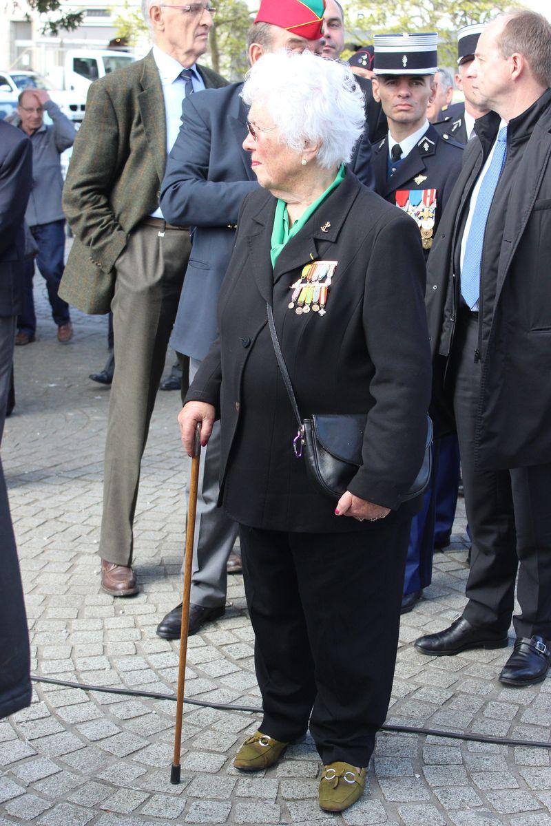 Du nouveau pour les anciens Marins (hors commandos) sur la tenue lors des cérémonies patriotiques - Page 5 Img_6413