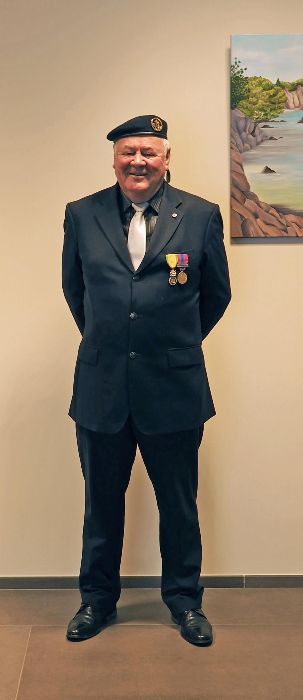 Du nouveau pour les anciens Marins (hors commandos) sur la tenue lors des cérémonies patriotiques - Page 8 Jozol_11