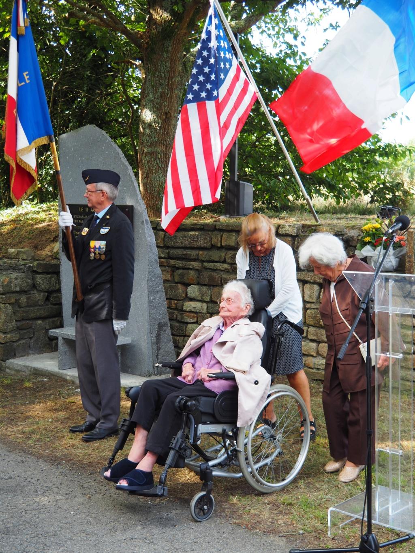 [ Histoires et histoire ] Un monument en l'honneur d'un B17 P8110011