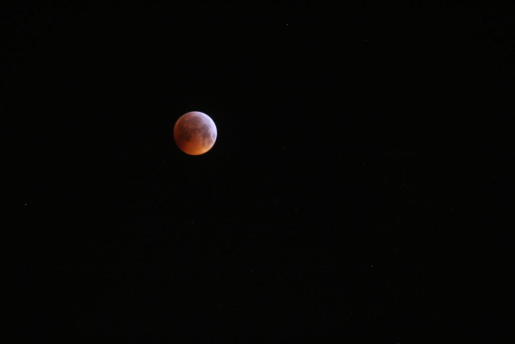 hello tite photo de l eclipse prise chez moi avant d aller a Img_0810