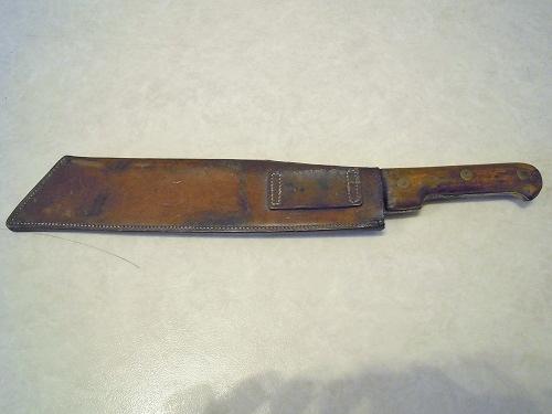 Les dernières trouvailles de l'années ! du cuir une lame et un insigne.  Dscn7938