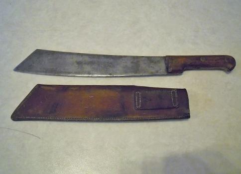 Les dernières trouvailles de l'années ! du cuir une lame et un insigne.  Dscn7940