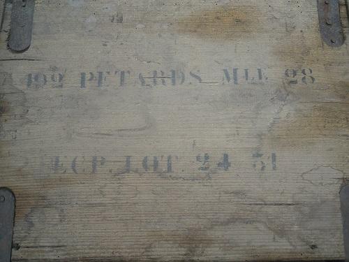 Le pétard de cavalerie et sa boite de détonateurs Dscn8413