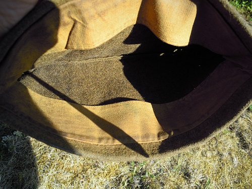 Un bonnet de police modèle 18 avec une particularité sympa  Dscn9428