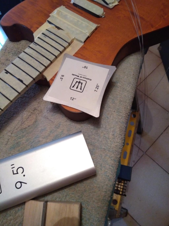 Dessiner les frettes sur une touche de guitare ayant un radius Img_2030