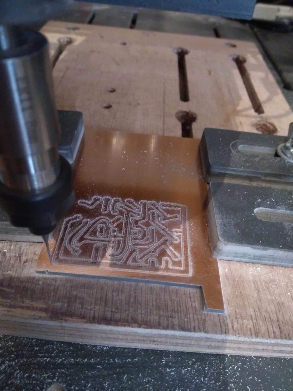 Nouveau circuit imprimé, nouveaux réglages Mach3 et divers. Un merci à David, au passage ... Img_2040
