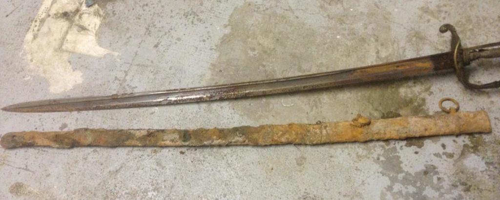 Besoin d'aide: Épée trouvée en dépolluant un cours d'eau Eapeae16