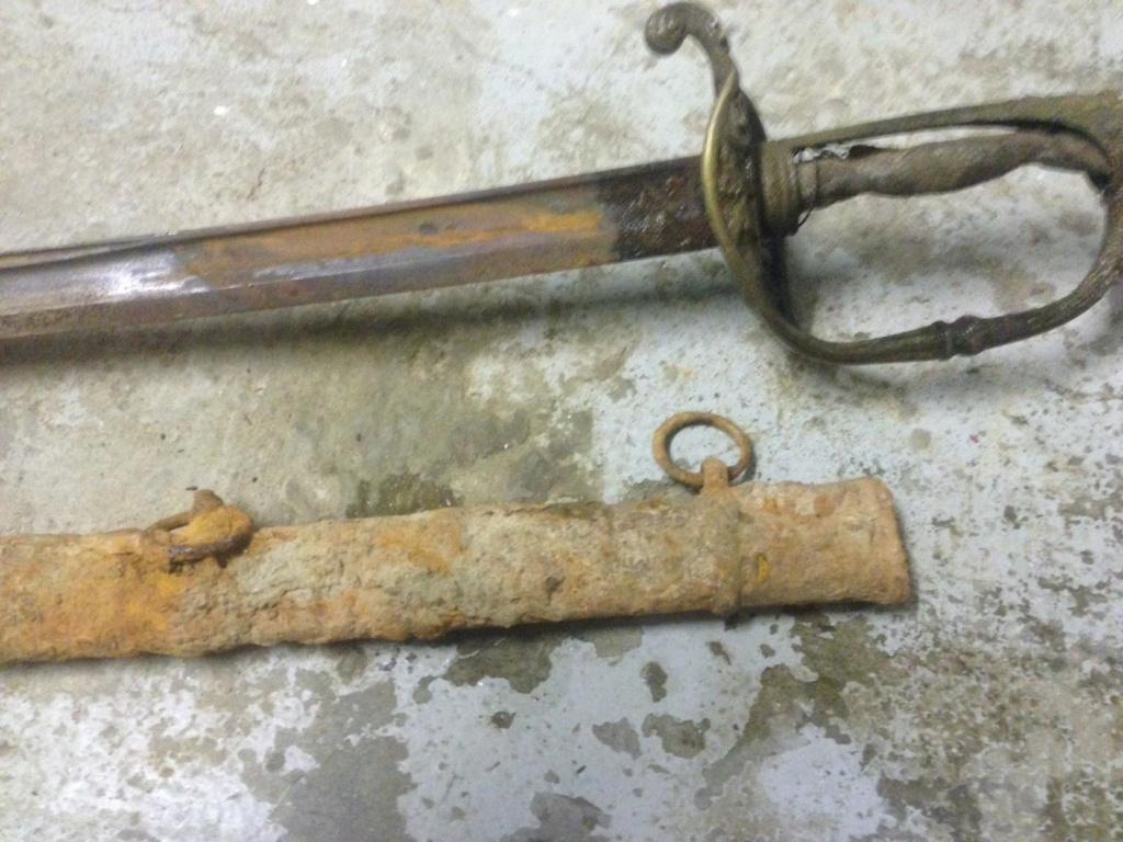 Besoin d'aide: Épée trouvée en dépolluant un cours d'eau Eapeae17