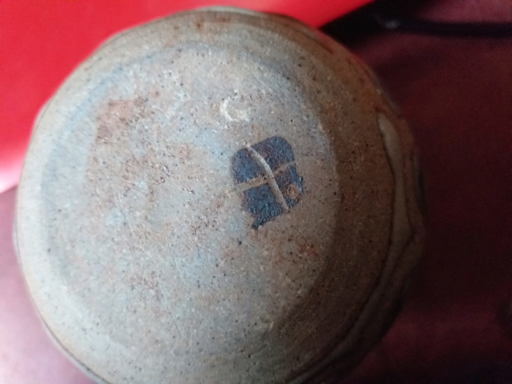 Printed pottery mark on small vase, Cornish flag mark? Img-2013