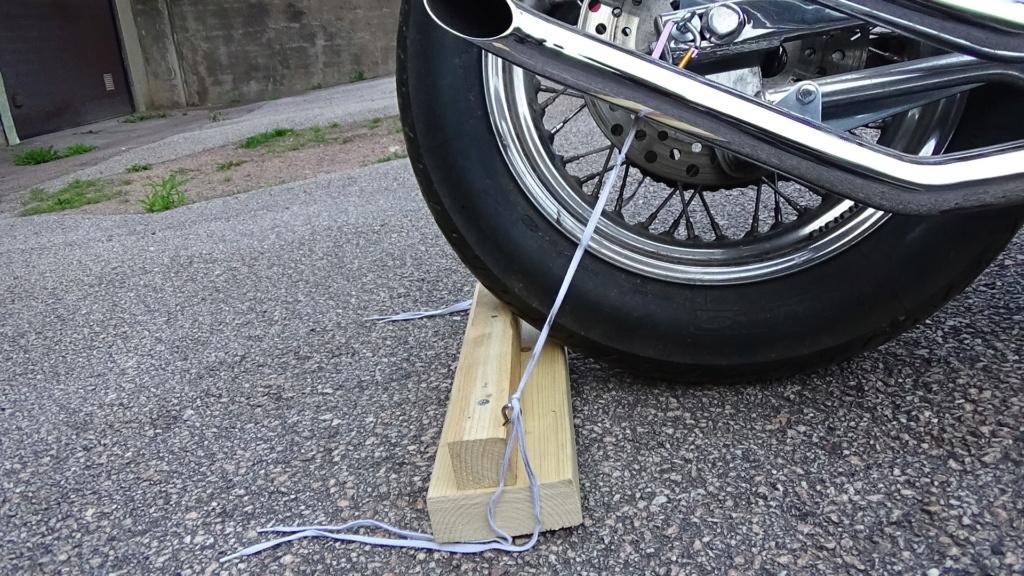800 VN - Vaincre la pente en pousant une moto qui n´a plus de freins Dsc05513