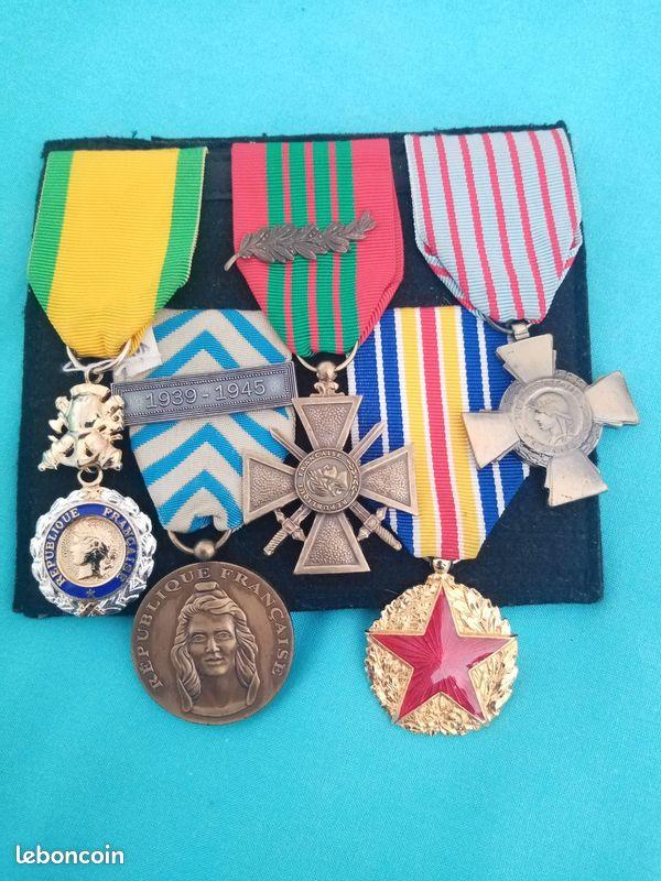 Croix de guerre 1939-45 avec la Marianne pivotée vers le haut  48047b10