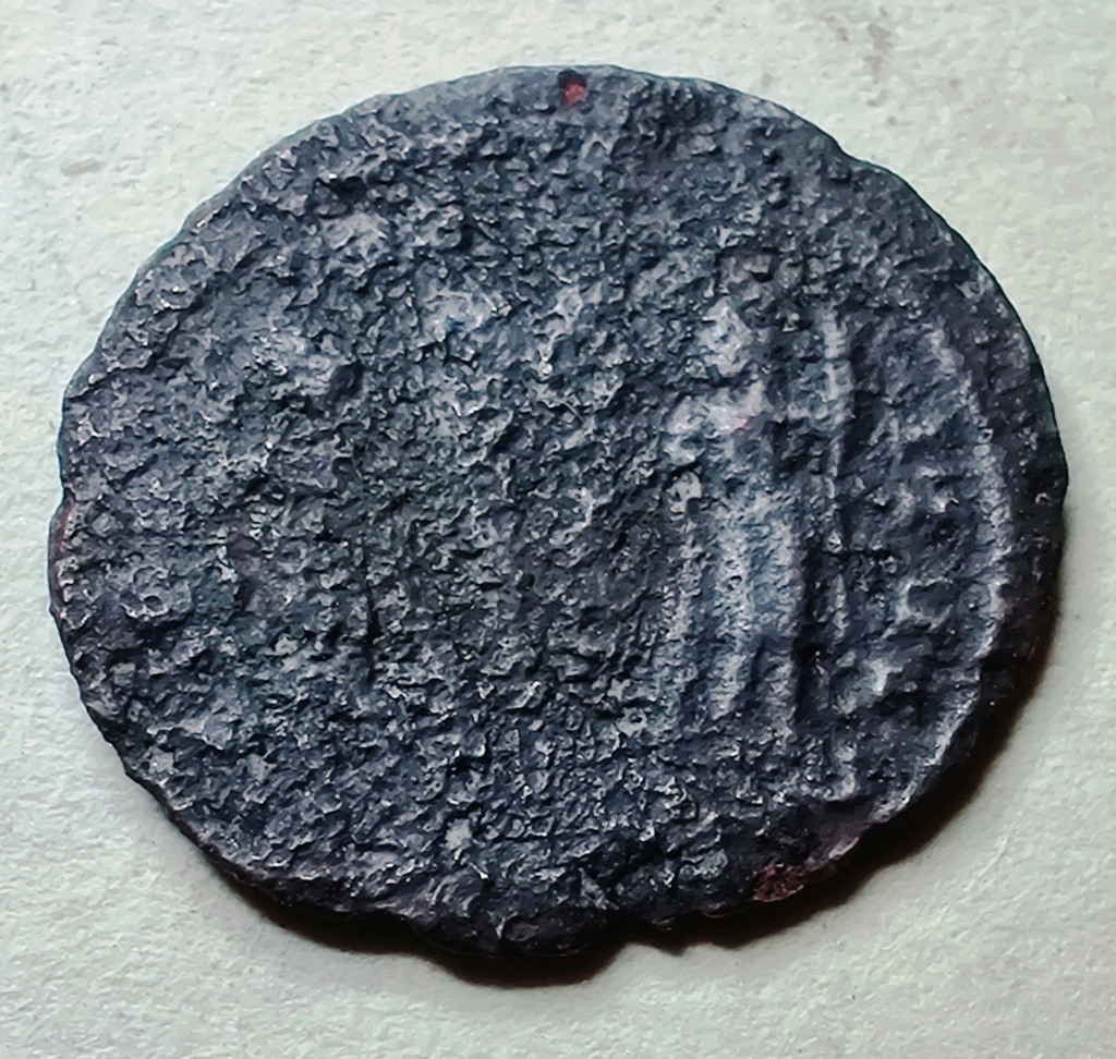 AE3 de Constantino I. GLORIA EXERCITVS Img_2017