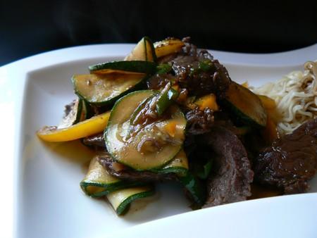 Sauté de boeuf au curry des Philippines 14429910