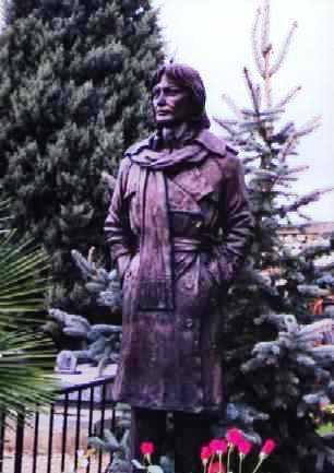 Claude François Statue10