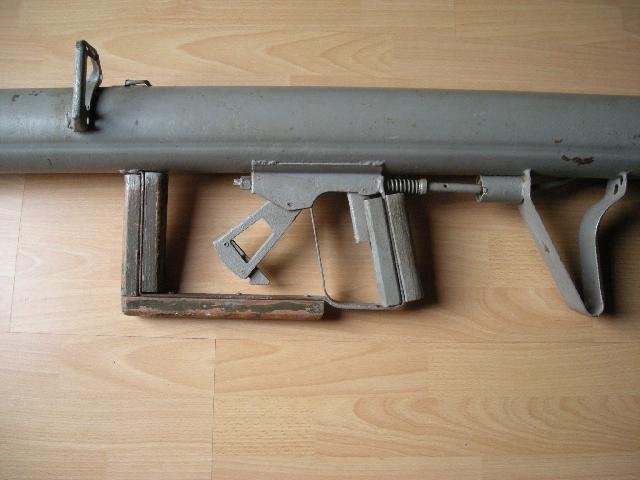 LE PANZERSCHRECK Pistol10