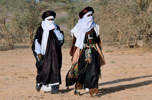 La dignité de l'homme exige qu'il porte la burqa. Costum10