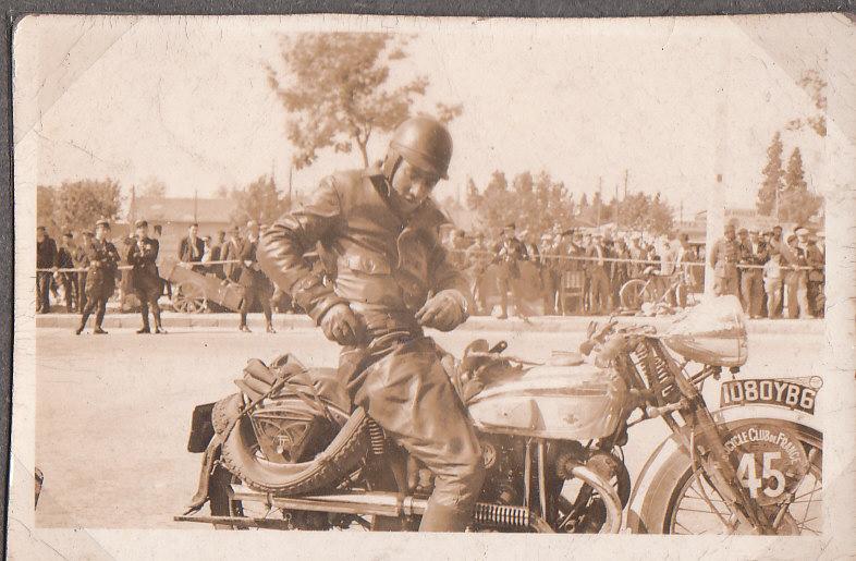 les motos des motocyclistes ..  Img_0031