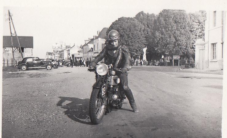 les motos des motocyclistes ..  Img_0033