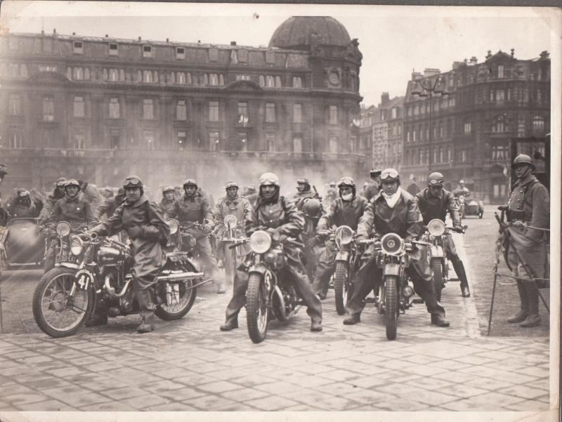 les motos des motocyclistes ..  Img_0036