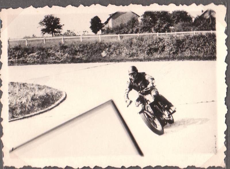 les motos des motocyclistes ..  Img_0050