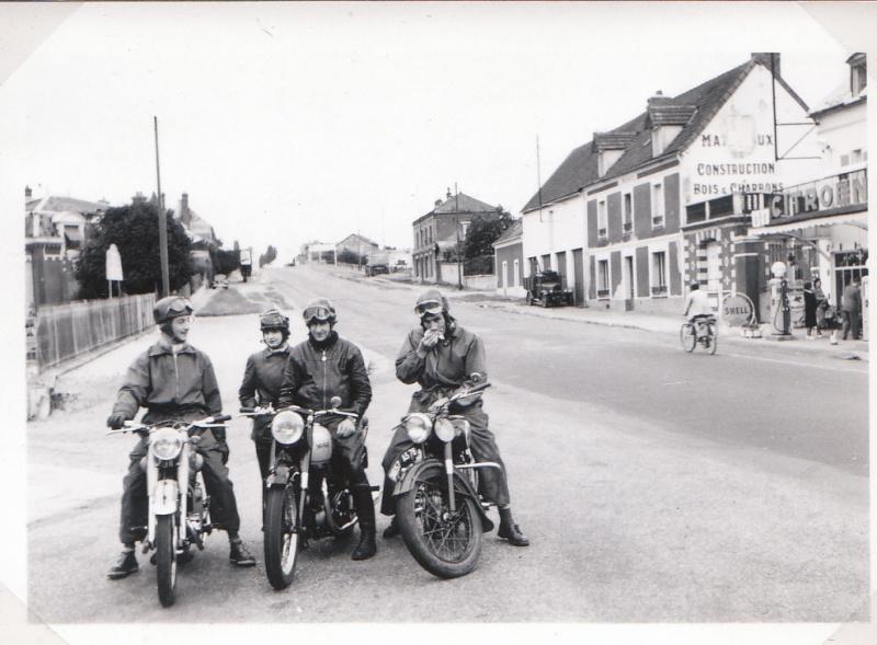 les motos des motocyclistes ..  Img_0052