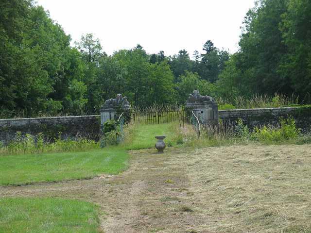 Ruines du chateau de La Marche à Saint Martin en Bresse Img_1014
