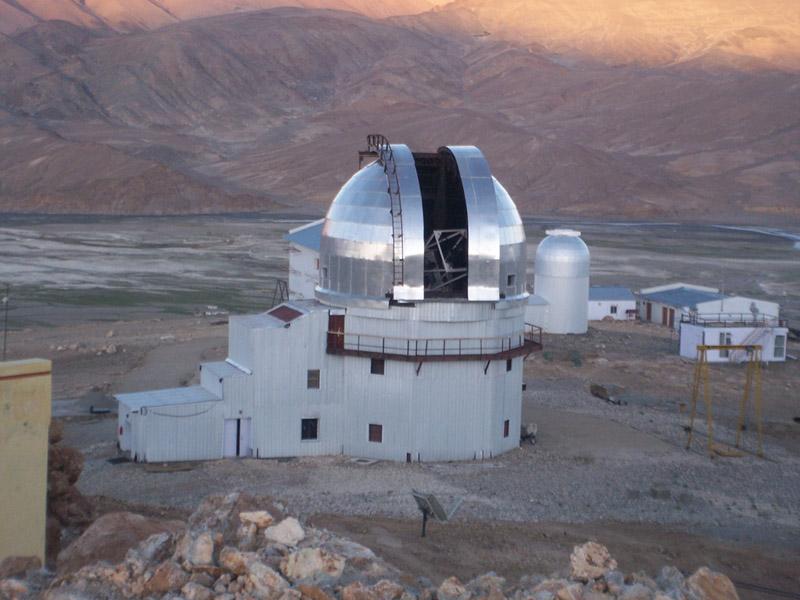 Observatoires astronomiques vus avec Google Earth - Page 16 2m_dom10