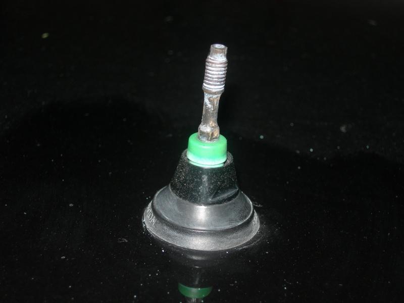 [BMW 325 i E36] Changer l'antenne de toit Antenn11