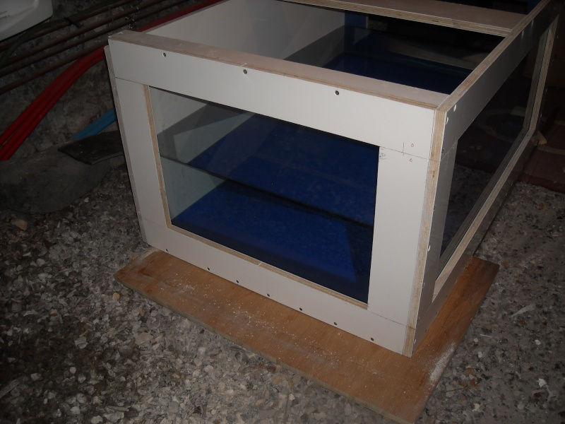Fabrication d'un aquarium en bois Dscn2211