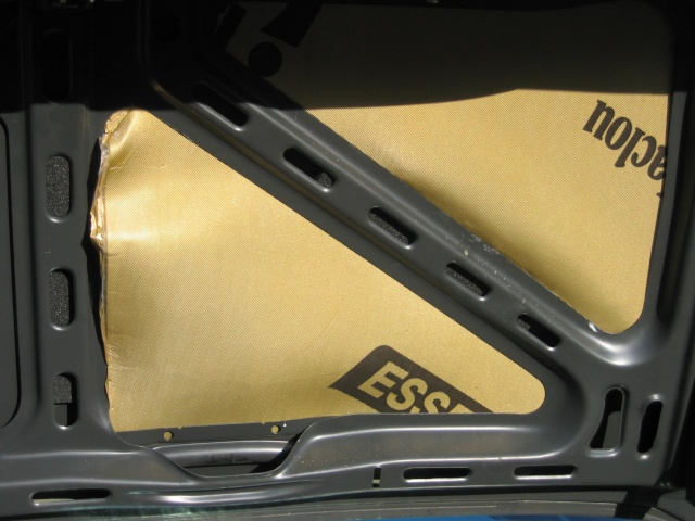 [tuto]  isoler un couvercle de malle arrière Img_7010