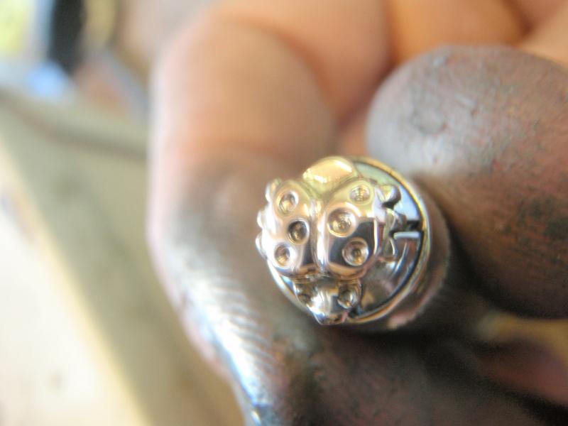 Boucle d'oreille coccinelle  en or P3032919