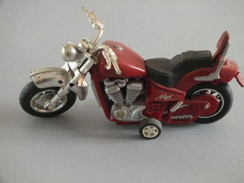 Jouets, jeux anciens et miniatures sur le monde Biker - Page 24 Dscf0110