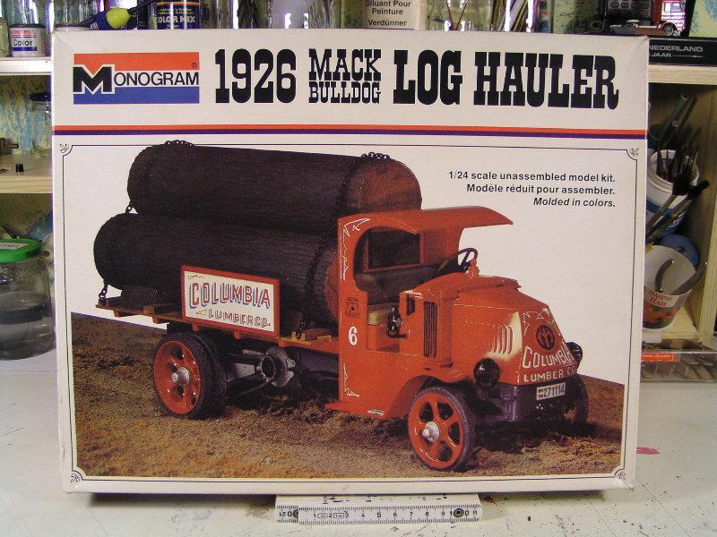 Mack Bulldog 1926  Log Hauler 1:24 00112